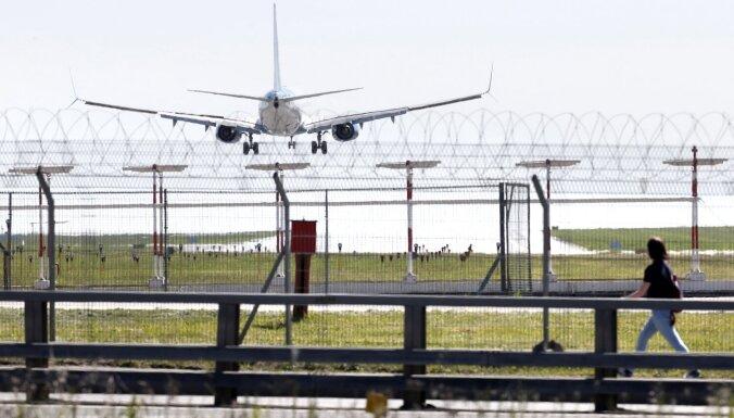 'Covid-19': Austrālija aizliedz ceļot uz ārvalstīm; Taivāna slēdz robežas