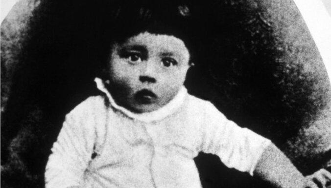 Atklāts Ādolfa Hitlera mazā brālīša noslēpums
