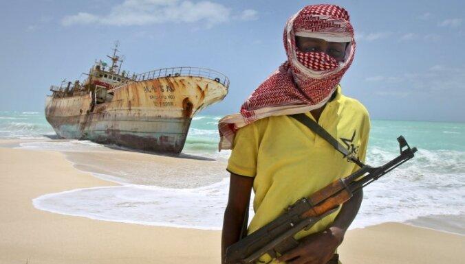 Somālijas pirāti pēc piecu gadu pauzes atkal nolaupa tankkuģi