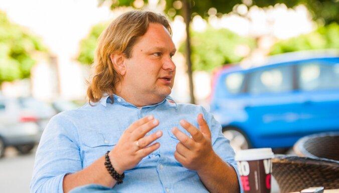 No Vikipēdijas dibinātāja līdz pasaules Nr. 1 futuroloģei – vadītāju konferences EBIT sejas