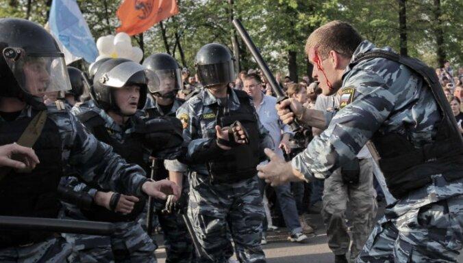 Московских полицейских, раненых оппозицией, наградили квартирами