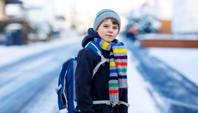 Termometra stabiņš rāda lielus mīnusus? Skolas bērniem ļauts palikt mājās