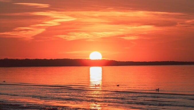 Великолепные ФОТО: Захватывающий закат в Юрмале