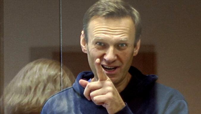 """""""Левада-центр"""": треть россиян считают несправедливым решение суда отправить Навального в колонию"""