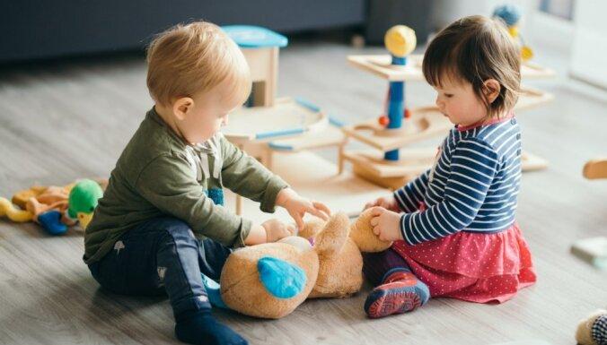 Bērnu uzraudzības pakalpojums – mājdārziņš: ar ko atšķiras no bērnudārza un ko sagaidīt