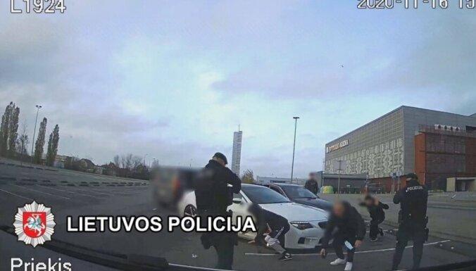 ВИДЕО. Литва: по подозрению в вымогательстве в группе задержан гражданин Латвии