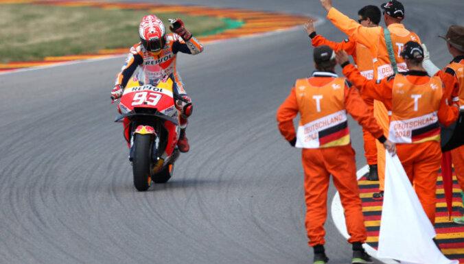 Markess devīto reizi pēc kārtas triumfē 'MotoGP' posmā Vācijā
