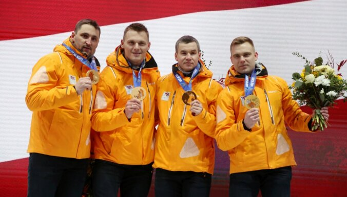 Foto: Godīgums uzvar - Latvijas bobslejisti Siguldā oficiāli saņem Soču olimpiādes medaļas