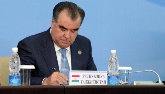 Izliekoties par prezidenta dēlu, tadžiku padsmitnieks izkrāpis tūkstošus