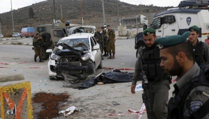 Palestīnietis ar automašīnu ietriecas izraēliešu pūlī Jordānas upes Rietumkrastā