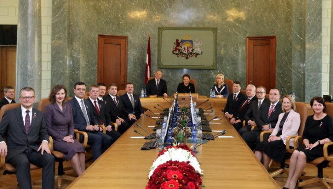 Женат, двое детей, 15 000 евро в банке: как выглядит типичный латвийский министр