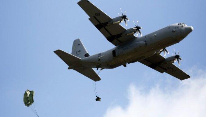 Lidmašīna ar kanādiešu karavīriem pusceļā uz Latviju pagriezta atpakaļ