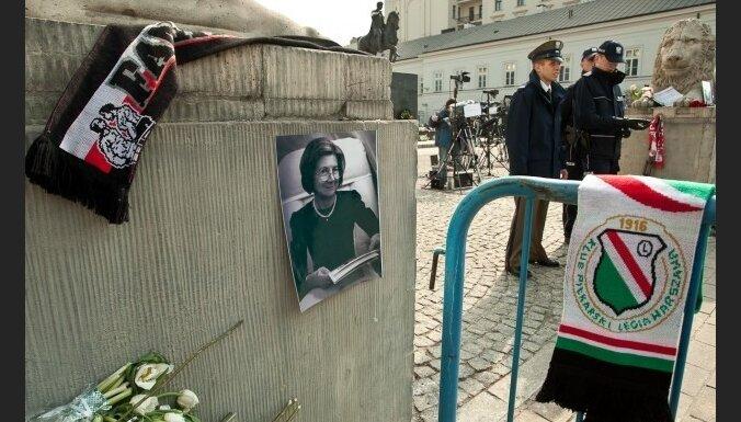 Гроб с телом Качиньской доставлен в Варшаву