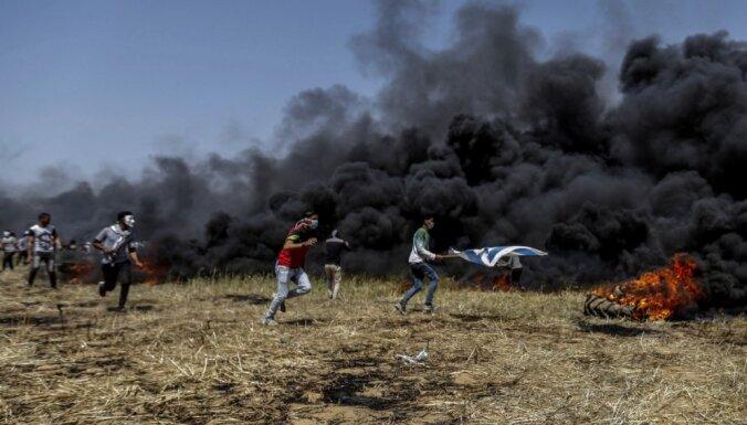 Sadursmēs uz Gazas joslas robežas dzīvību zaudējuši deviņi palestīnieši