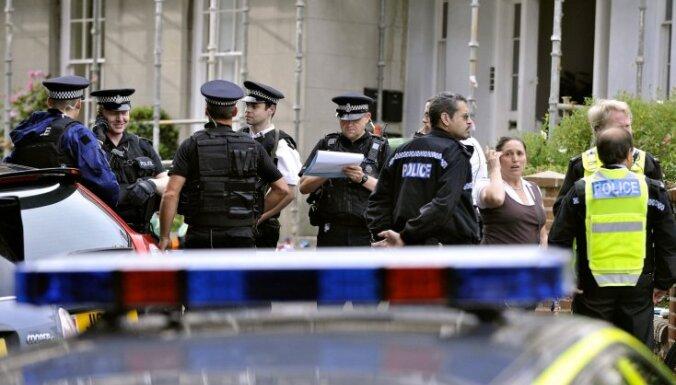 Lielbritānijā aizturēti četri teroristu finansētāji