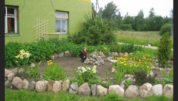 'Re, kā zied!': Evas un Roberta iekoptais dārzs