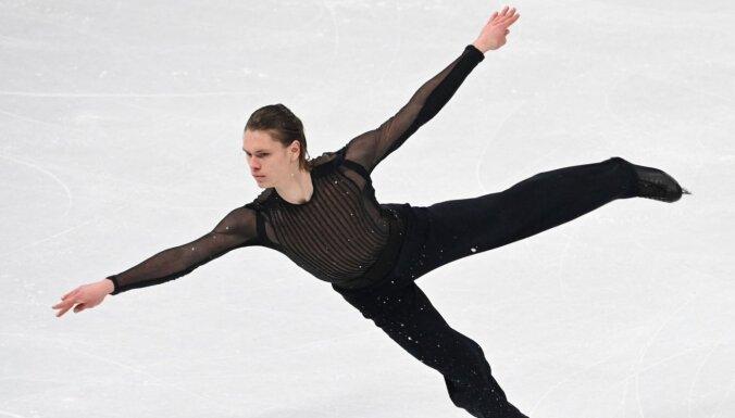 Daiļslidotājs Vasiļjevs ar labu sniegumu PČ īsajā programmā gandrīz nopelna Latvijai olimpisko ceļazīmi