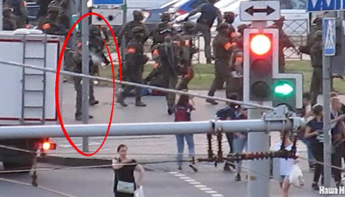 Vardarbība Minskā: kā drošībnieks tiešā tēmējumā sašāva žurnālisti