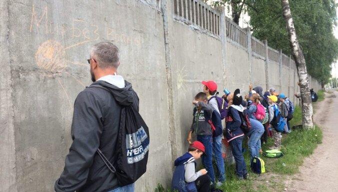 Псковский тренер бежал в Эстонию после интереса ФСБ к его рисункам на заборе
