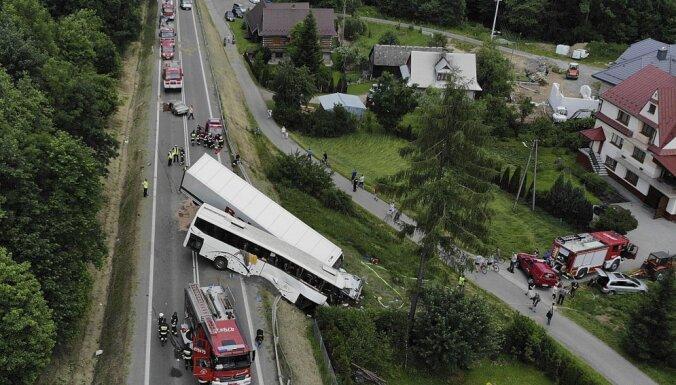 В Польше автобус с детьми столкнулся с фурой: 48 пострадавших