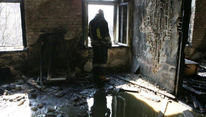 Ночью при пожаре в жилом доме погиб человек