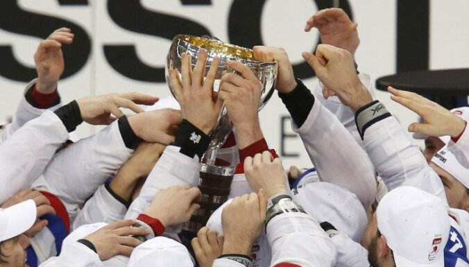 Zviedrijas un Šveices izlašu duelī tiek noskaidrota pasaules čempione hokejā