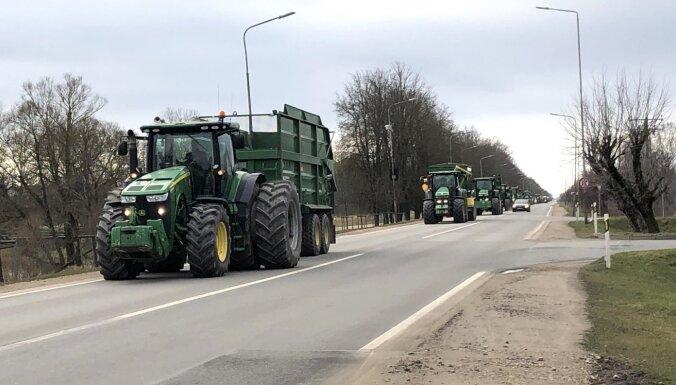 ВИДЕО. Протесты против региональной реформы: на дорогах Латвии — колонны тяжелой техники