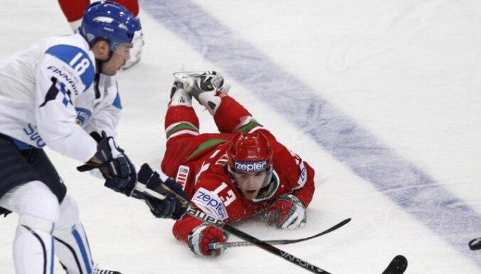 VIDEO: pasaules čempione Somija ar grūtībām uzvar pirmajā spēlē