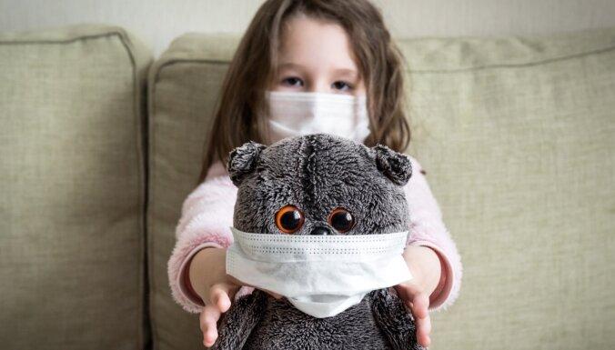 Каждому ребенку — по 500 евро, но стрижки ждать не меньше двух недель. Главное о Covid-19 за 15 февраля