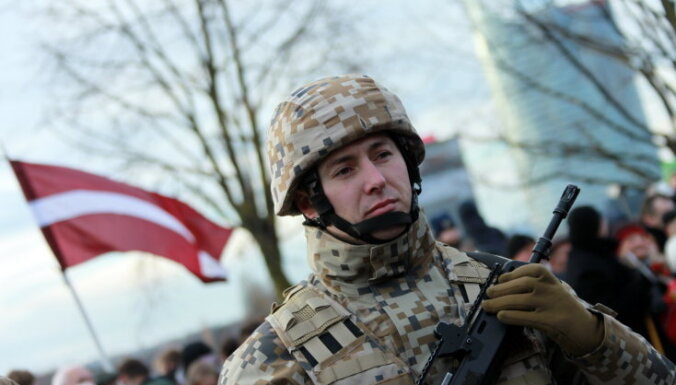 Опрос: 58% мужчин-граждан и 34% неграждан готовы защищать Латвию