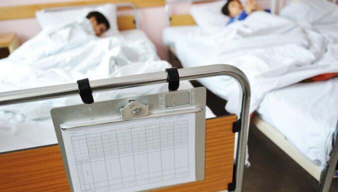 Pēc avārijas Jūrmalā uz slimnīcu nogādā mazu zēnu