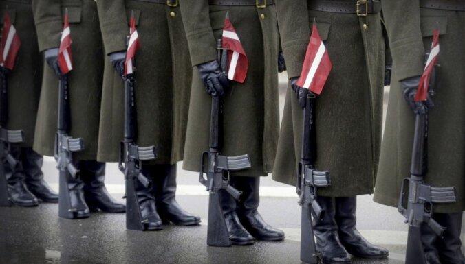 """LTV7: попавшая в скандал с """"золотыми вилками"""" в Литве фирма работала и на армию Латвии"""