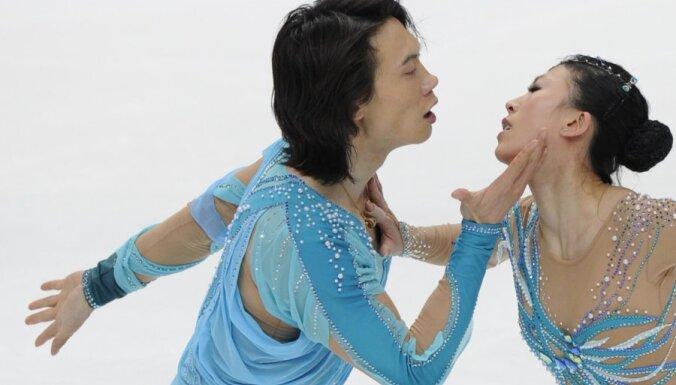 Pāru slidojumos pēc īsās programmas līderi ir ķīniešu daiļslidotāji