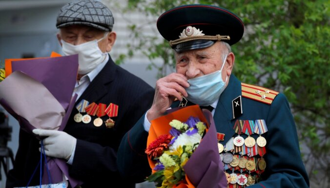 Covid-19: Minskā uz 9. maija parādi stimulē ierasties studentus