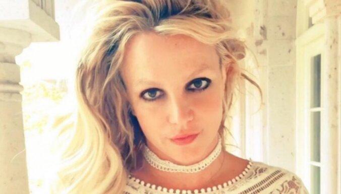 Бритни Спирс объявила о помолвке с Сэмом Асгари