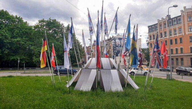 Rīgas dome tomēr nolemj 'pa kluso' nomainīt Krievijas karogu PČ stendos