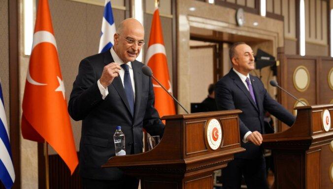 Grieķijas un Turcijas ārlietu ministri preses konferencē apmainās pārmetumiem