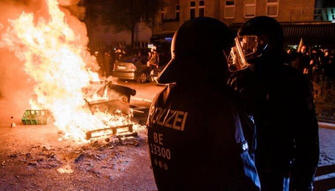 Berlīnē un Parīzē 1. maija demonstrācijas pāraugušas sadursmēs ar policiju