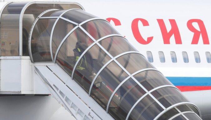 Lielbritānija Maskavas naidīgo aktivitāšu dēļ izsauc vēstnieku; Polija izraida trīs diplomātus