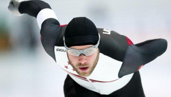Silovs izcīna desmito vietu PK ātrslidošanas posma masu starta sacensībās