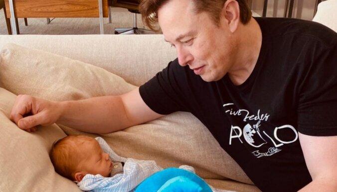 Miljardierim Maskam nākas nedaudz mainīt jaundzimušā dēla savdabīgo vārdu