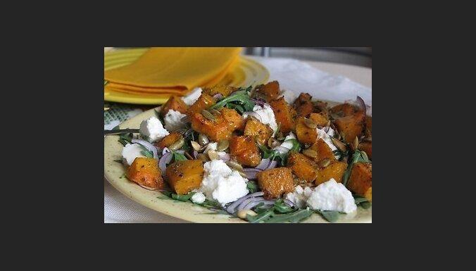 Теплый салат с тыквой, рукколой и кедровыми орешками