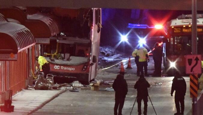 Автобус врезался в остановку в Оттаве: трое погибших, десятки раненых