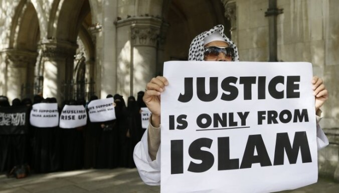 Londonas Augstākā tiesa atļauj islāmistu radikāļa Abu Hamzas izdošanu ASV