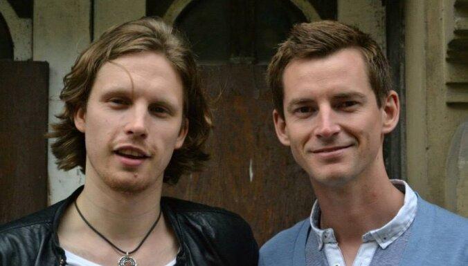 Divi ārzemnieki latviski dzied himnu latam