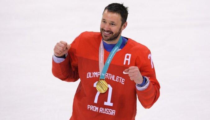 Kovaļčuks labdarībai pārdod Putina dāvināto 'olimpisko' BMW