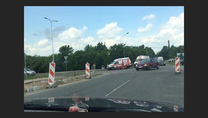 В Литве натовский внедорожник Hummer врезался в машину со студентками