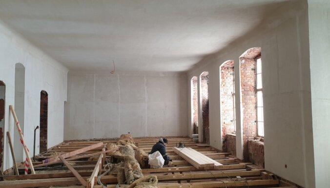 Turpinās Cesvaines pils atjaunošanas darbi