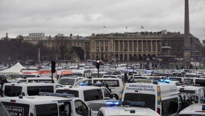 Francijā protestiem pievienojas ātrās palīdzības ekipāžas
