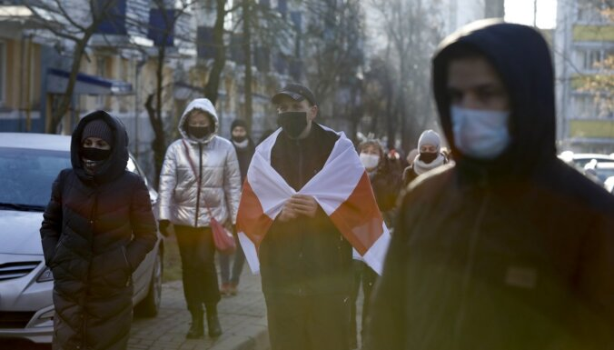 Protestos Baltkrievijā aizturēti vairāk nekā 300 cilvēku